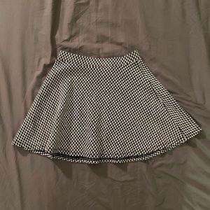 Hounds tooth print mini skirt